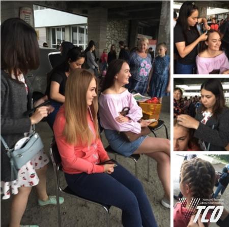 """В День молодежи наши студентки по профессии """"Парикмахер"""" наводили красоту усольской молодежи."""